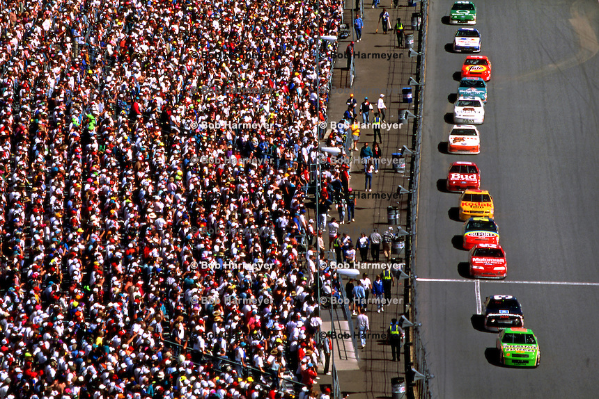 Dale Jarrett leads Dale Earnhardt and the rest of the field en route to winning the Daytona 500 NASCAR Winston Cup race at the Daytona International Speedway in Daytona Beach, Florida, on February 14, 1993. (Photo by Bob Harmeyer)