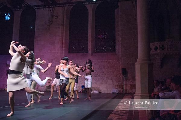 1080 - ART DE LA FUGUE (2017)<br /> <br /> Mié Coquempot chorégraphie<br /> Sur des musiques de :<br /> Jean-Sébastien Bach L'art de la Fugue BWV1080 interprété par Evgeni Koroliov piano<br /> Georgesound & SilverLouzy traffic Son<br /> Cynthia Fleury, Mié Coquempot, Maud Pizon, Nina Vallon, Léa Lansade, Jérôme Brabant textes<br /> Julien Andujar, Jazz Barbé, Jérôme Brabant, Alexandra Damasse, Charles Essombe, Léa Lansade, Philippe Lebhar, Maud Pizon, Nina Vallon, Pascal Saint-André interprètes<br /> Audrey Bodiguel assistante chorégraphique<br /> Agnès Coutard assistante tournée<br /> Françoise Michel lumières<br /> La Bourette - Pascal Saint-André costumes<br /> Compagnie : K622<br /> Date : 01/09/2018<br /> Lieu : Abbaye de Royaumont - Réfectoire des moines<br /> <br /> Credit photo : Laurent Paillier / Fondation Royaumont