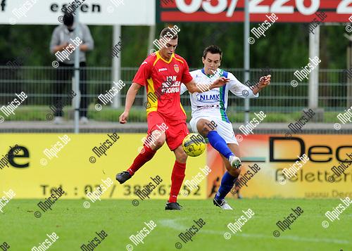 2013-09-22 / Voetbal / seizoen 2013-2014 / Kapellen - La Louvi&egrave;re / Jorgo Waeghe (l. Kapellen) met Diaz<br /><br />Foto: Mpics.be