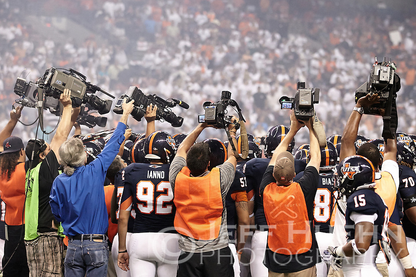 SAN ANTONIO, TX - SEPTEMBER 7, 2013: The Oklahoma State University Cowboys versus the University of Texas at San Antonio Roadrunners Football at the Alamodome. (Photo by Jeff Huehn)