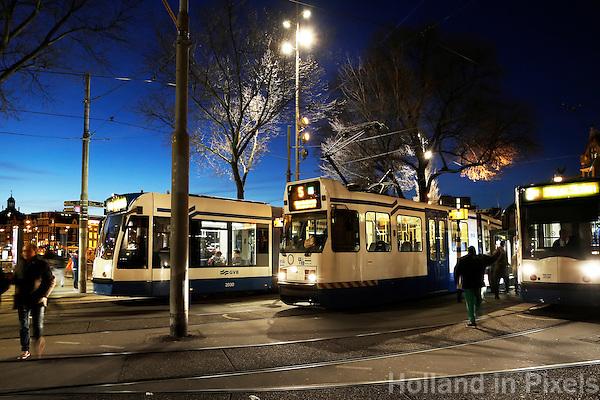 Nederland Amsterdam 2016 . Trams bij Centraal Station. Foto Berlinda van Dam / Hollandse Hoogte