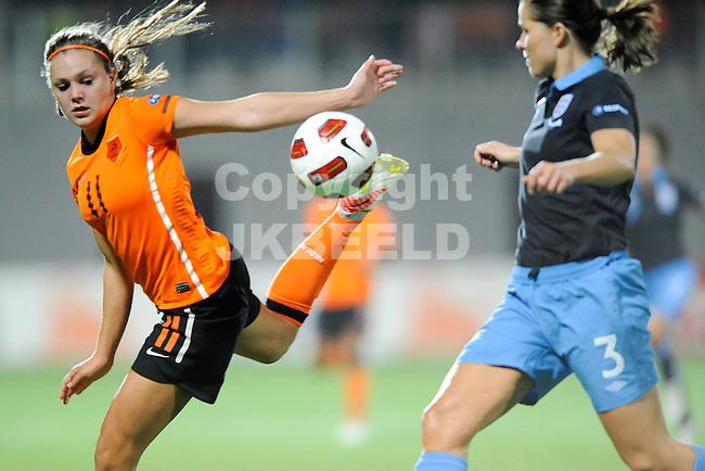 ZWOLLE - Voetbal,  Nederland - Engeland,  EK kwalificatie 2013 vrouwen, 27-10-2011 Lieke Martens (l) met Rachel Unitt (r).