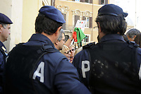 Roma 24 settembre 2011.Piazza Montecitorio.Il treno delle donne in difesa della Costituzione.Le forze dell'ordine non fanno passare un gruppo di donne con la Costituzione e il Tricolore che volevano attraversare la Piazza