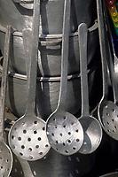 Afrique/Afrique de l'Ouest/Sénégal/Basse-Casamance/Ziguinchor : Marché Saint-Maur - Détail vaisselle