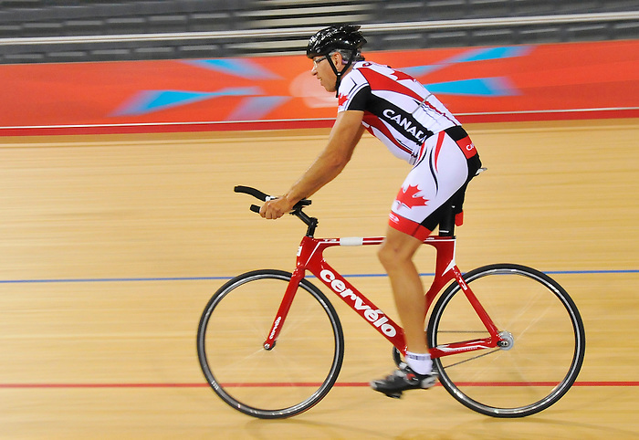 LONDON, ENGLAND – 08/24/2012: Arnold Boldt during a training session at the London 2012 Paralympic Games at The Velodrome. (Photo by Matthew Murnaghan/Canadian Paralympic Committee)