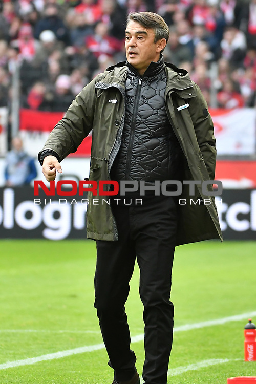 01.12.2018, RheinEnergieStadion, Koeln, GER, 2. FBL, 1.FC Koeln vs. SpVgg Greuther Fürth,<br />  <br /> DFL regulations prohibit any use of photographs as image sequences and/or quasi-video<br /> <br /> im Bild / picture shows: <br /> Trainer / Headcoach Damir Burić (Fuerth), regt sich heftig auf, Gestik, Mimik,   <br /> <br /> Foto © nordphoto / Meuter