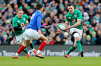 Sunday10th March 2019 | Ireland vs France<br /> <br /> Jonathan Sexton passes inside to Keith Earls during the Guinness 6 Nations clash between Ireland and France at the Aviva Stadium, Lansdowne Road, Dublin, Ireland. Photo by John Dickson / DICKSONDIGITAL