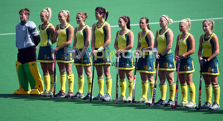 PICTURE BY VAUGHN RIDLEY/SWPIX.COM - Hockey - XIX Commonwealth Games - Women's Semi-Finals, England v Australia, Major Dhyan Chand National Stadium, New Dehli, India - 11/10/10...Copyright - Simon Wilkinson - 07811267706...Australian Team.