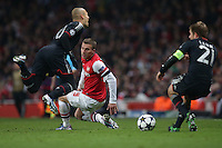 19.02.2013, Emirates Stadion, London, ENG, UEFA Champions League, FC Arsenal vs FC Bayern Muenchen, Achtelfinale Hinspiel, im Bild Lukas PODOLSKI (FC Arsenal London - 9) foult Arjen ROBBEN (FC Bayern Muenchen - 10) // during the UEFA Champions League last sixteen first leg match between Arsenal FC and FC Bayern Munich at the Emirates Stadium, London, Great Britain on 2013/02/19. EXPA Pictures © 2013, PhotoCredit: EXPA/ Eibner/ Gerry Schmit..***** ATTENTION - OUT OF GER *****