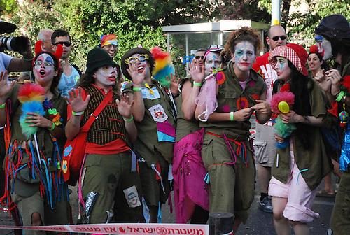 Jerusalem, juin 2009. Des clowns participent a la gaypride de Jerusalem