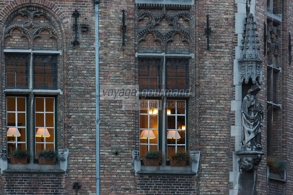 Belgique, Flandre-Occidentale, Bruges, centre historique classé Patrimoine Mondial de l'UNESCO, Place du Bourg : Burg  Détail facades des maisons // Belgium, Western Flanders, Bruges, historical centre listed as World Heritage by UNESCO, The Burg Detail facades of houses