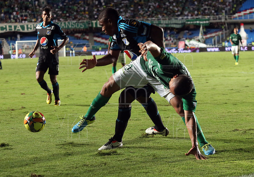 CALI -COLOMBIA-22-06-2013. Carlos Lizarazo (D) del Deportivo Cali disputa el balón con Elkin Blanco (I) de Millonarios durante partido de los cuadrangulares finales, fecha 3, de la Liga Postobón 2013-1 jugado en el estadio Pascual Guerrero de la ciudad de Cali./ Deportivo Cali player Carlos Lizarazo (R) fights for the ball with Millonarios player Elkin Blanco (L) during match of the final quadrangular 3th date of Postobon League 2013-1 at Pascual Guerrero stadium in Cali city. Photo: VizzorImage/Juan C. Quintero/STR