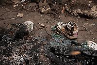 BOGOTA - COLOMBIA, 17-05-2020: Zapatos quemados por los desalojos masivos del 2 de Mayo. Mas de 200 familias terminan el proceso de desalojo en el predio La Estancia al sur de Bogotá quedando sin ninguna ayuda ni un techo donde vivir durante la cuarentena total en el territorio colombiano causada por la pandemia  del Coronavirus, COVID-19. / Shoes burned by the mass evictions of May 2. More than 200 families are evicted from La Estancia farm at south of Bogota city and they left withoput any help and shelter to live during total quarantine in Colombian territory caused by the Coronavirus pandemic, COVID-19. Photo: VizzorImage / Mariano Vimos / Cont