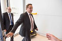 Florian Ossner (links im Bild) und Hans-Peter Friedrich (rechts), beide CSU, nach waehrend einer ausserordentlichen Sitzung der CDU/CSU-Fraktion nachdem es zwischen der CDU und der CSU zum Streit ueber den Umgang mit Fluechtlingen gab. Die Sitzung des Deutschen Bundestag wurde aufgrund dieses Streit auf Antrag der CDU/CSU-Fraktion fuer mehrere Stunden unterbrochen. Die Fraktionen von CDU und CSU tagten getrennt.<br /> 14.6.2018, Berlin<br /> Copyright: Christian-Ditsch.de<br /> [Inhaltsveraendernde Manipulation des Fotos nur nach ausdruecklicher Genehmigung des Fotografen. Vereinbarungen ueber Abtretung von Persoenlichkeitsrechten/Model Release der abgebildeten Person/Personen liegen nicht vor. NO MODEL RELEASE! Nur fuer Redaktionelle Zwecke. Don't publish without copyright Christian-Ditsch.de, Veroeffentlichung nur mit Fotografennennung, sowie gegen Honorar, MwSt. und Beleg. Konto: I N G - D i B a, IBAN DE58500105175400192269, BIC INGDDEFFXXX, Kontakt: post@christian-ditsch.de<br /> Bei der Bearbeitung der Dateiinformationen darf die Urheberkennzeichnung in den EXIF- und  IPTC-Daten nicht entfernt werden, diese sind in digitalen Medien nach &szlig;95c UrhG rechtlich geschuetzt. Der Urhebervermerk wird gemaess &szlig;13 UrhG verlangt.]