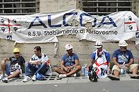 Roma, 31 Agosto 2012.Lavoratori Alcoa protestano davanti  al Ministero dello Sviuppo economico sotto lo striscione bruciato dell'Alcoa
