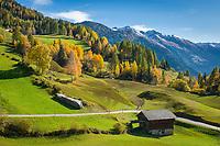 Oesterreich, Kaernten, Moelltal bei Apriach: Herbstlandschaft vor den Hohen Tauern | Austria, Carinthia, Valley Moelltal near Apriach: autumn scenery and Hohe Tauern mountains