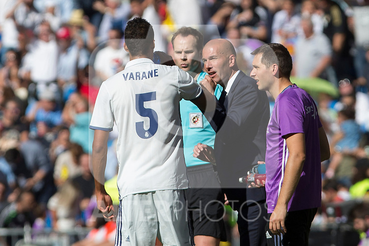 Real Madrid's Raphael Varane and Real Madrid's coach Zinedine Zidane urign the match of La Liga between Real Madrid and SD Eibar at Santiago Bernabeu Stadium in Madrid. October 02, 2016. (ALTERPHOTOS/Rodrigo Jimenez)