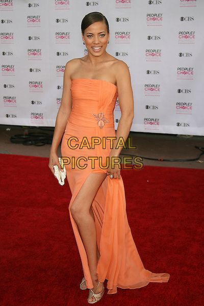 TAWNY CYPRESS.The 33rd Annual People's Choice Awards - Arrivals held at The Shrine Auditorium, Los Angeles, California, USA..January 9th, 2007.full length orange dress slit split strapless .CAP/ADM/ZL.©Zach Lipp/AdMedia/Capital Pictures