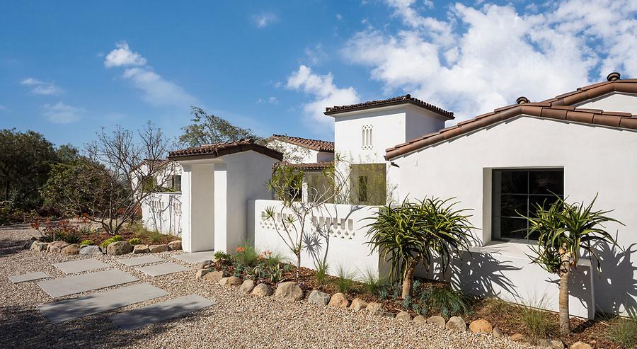 Architect Patrick Edinger has designed an updated version of the California Ranch House in Santa Luz, California