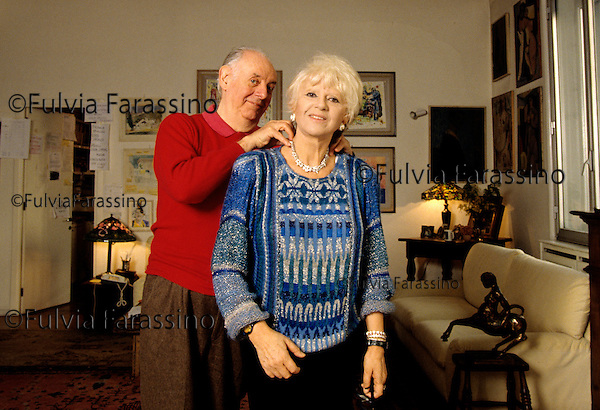 Milano,  Dario Fo a casa con sua moglie Franca Rame, Milan, Dario Fo at home in Milan with  his wife Franca Rame 2000 CIRCA