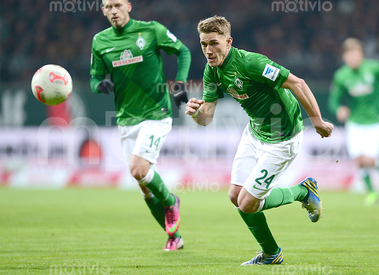 FUSSBALL   1. BUNDESLIGA   SAISON 2012/2013    18. SPIELTAG SV Werder Bremen - Borussia Dortmund                   19.01.2013  Nils Petersen (SV Werder Bremen)  am Ball
