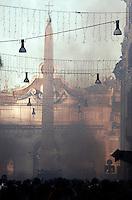 Incidenti tra manifestanti e forze dell'ordine al corteo degli studenti a Roma, 14 dicembre 2010..Students clash against antiriot police officers during a protest in Rome, 14 december 2010..© UPDATE IMAGES PRESS/Riccardo De Luca