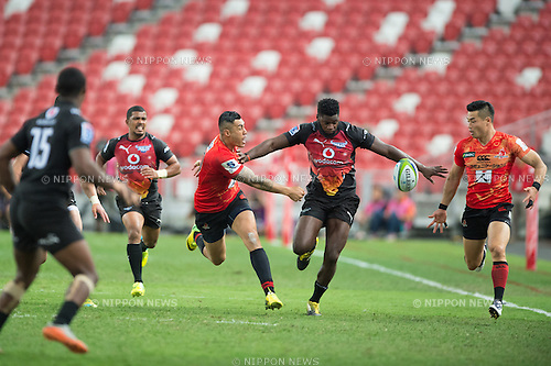 (L-R) Tusi PISI (NZL) , Akihito YAMADA (JPN), Flyhalf, Super Rugby 2016 Sunwolves vs Bulls (27-30), March 26, 2016 - Rugby : National Stadium / Sports Hub, Singapore. (Photo by Haruhiko Otsuka/AFLO)
