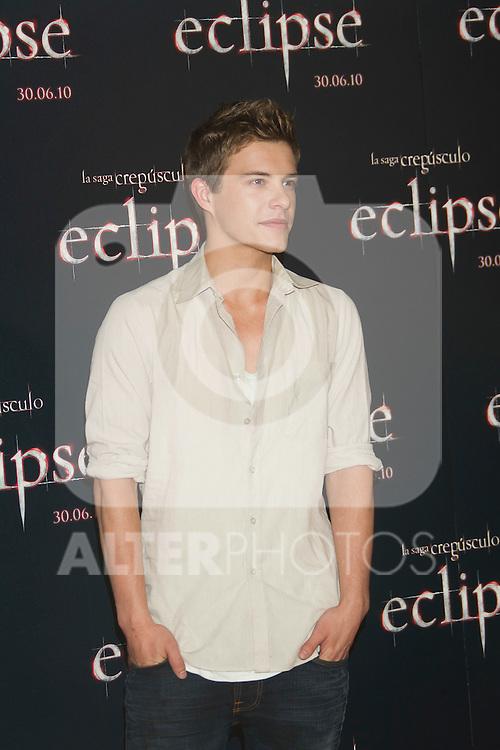 MADRID (28/06/2010).- Actor Xavier Samuel poses at photocall of 'The Twilight Saga: Eclipse' at Hotel Intercontinental in Madrid, Spain...Photo: Cesar Cebolla / ALFAQUI