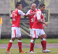 MEDELLIN -COLOMBIA, 24-11-2013. Jugadores de  Independiente Santa Fe celebran gol en contra de Itaguí durante partido por la fecha 3 de los cuadrangulares finales de la Liga Postobón II 2013 jugado en el estadio Metroplitano Ciudad de Itagüí./ Players of  Independiente Santa Fe celebrate a goal against Itagui during match for the 3rd date of final quadrangulars of the Postobon League II 2013 played at Metropolitano Ciudad de Itagüi. Photo: VizzorImage/Luis Rios/STR