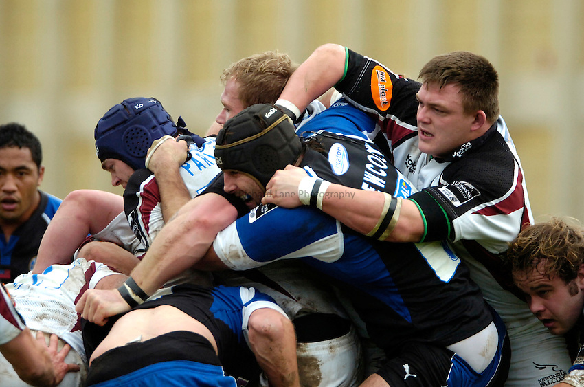 Photo: Ed Godden..Bath Rugby v Newcastle Falcons. Guinness Premiership. 25/11/2006. Bath's Danny Grewcock has his head gear pulled off by David Wilson (far right).
