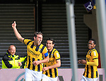 Nederland, Arnhem, 1 april 2012.Eredivisie.Seizoen 2011-2012.Vitesse-AZ.Guram Kashia (l.) aanvoerder van Vitesse juicht nadat hij de 1-1 heeft gemaakt. V.l.n.r.:  Guram Kashia, Giorgi Chanturia en Renato Ibarra