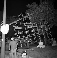 DŽmolition de CORRIDART, rue Sherbrooke. - 13-14 juillet 1976. / Louis-Philippe Meunier. Archives de la Ville de MontrŽal. VM94-EM0752-008