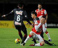 BOGOTA -COLOMBIA, 9-NOVIEMBRE-2014. <br /> Michael Rangel  (Der) de Independiente Santa fe disputa el balon con William Tesillo  (Izq) del Atletico Junior  durante partido por la fecha 18 de la Liga Postob—n II 2014 jugado en el estadio Nemesio Camacho El Campin de la ciudad de Bogota./ Michael Rangel (R) player of Independiente Santa Fe  fights for the ball with William Tesillo  (L) player of Atletico Junior    during the match for the 18th date of the Postobon League II 2014 played at Nemesio Camacho El Campin  stadium in Bogota city<br /> .Photo / VizzorImage / Cristian Alvarez  / Contribuidor