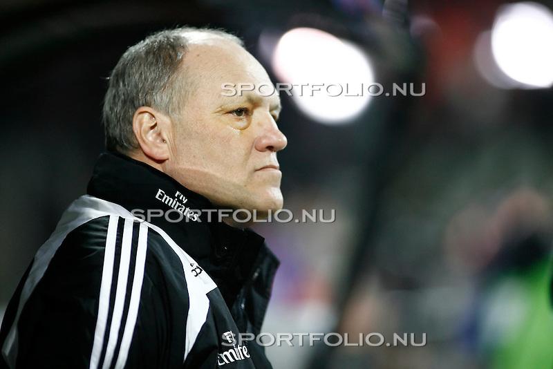 Nederland, Nijmegen 18 februari 2009..UEFA CUP.Seizoen 2008-2009.NEC-HSV Hamburg (0-3).Martin Jol trainer-coach van HSV Hamburg