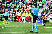 GRONINGEN - Voetbal, FC Groningen - FC Twente, Eredivisie, seizoen 2019-2020, 10-08-2019, arbiter Chjristaan Ba wijst na de VAR weer naar de stip