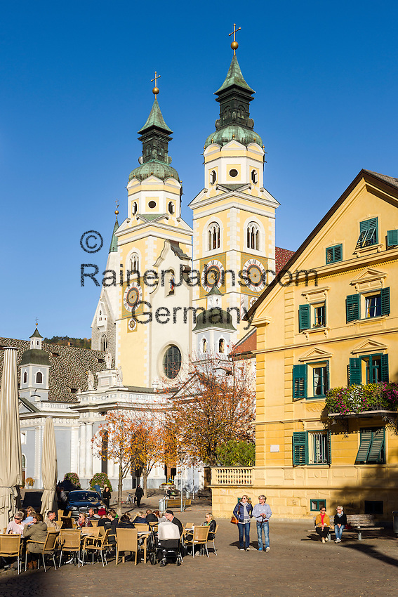 Italy, South Tyrol (Trentino-Alto Adige), Bressanone: Hofburg square with Brixen Cathedral | Italien, Suedtirol (Trentino-Alto Adige), Eisacktal, Brixen: Hofburgplatz mit Dom zu Brixen