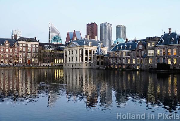 Nederland -  Den Haag - 4  december 2017. Regeringsgebouwen en het Mauritshuis aan de Hofvijver. Berlinda van Dam / Hollandse Hoogte
