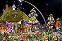SÃO PAULO, SP, 16.02.2015, CARNAVAL 2015 - SÃO PAULO - GRUPO DE ACESSO / IMPERADOR DO IPIRANGA: Integrantes da escola de samba Imperador do Ipiranga, durante desfile do grupo de acesso do Carnaval de São Paulo, na madrugada desta segunda feira, 16. (Foto: Levi Bianco / Brazil Photo Press).