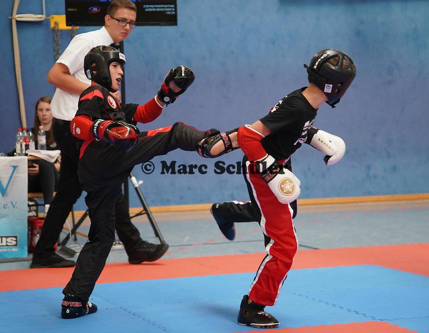Emil Knoll (Ortenberg, schwarz) gegen Maksim Wirth (Friedberg) - Gräfenhausen 21.09.2019: Kick-Box Meisterschaft bei der SKG Gräfenhausen