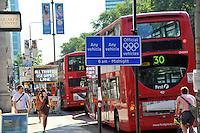 Panneau de signalisation Couloir prioritaire - Olympic Traffic Lanes - Euston Road - 26.07.2012 - Jeux Olympiques Londres 2012..Photo: Dave Winter / Icon Sport