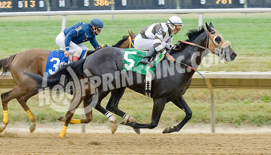 Crow Bar winning at Delaware Park on 7/14/12