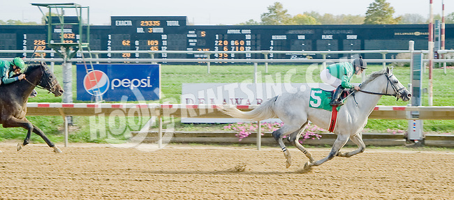 Highly Justin winning at Delaware Park on 10/17/12