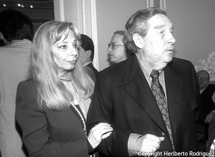 "Mexican writer, poet and essay writer and 1990 Nobel Laureate in Literature Octavio Paz arrives with his wife Mari Jose as he present his book ""Vislumbres de la India"" in a Mexico City's cultural center. Photo by Heriberto Rodriguez"