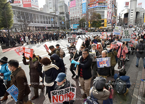 January 14, 2017, Tokyo, Japan - Braving the frigid mid-winter temperatures, hundreds of demonstrators including the likes of former Prime Minister Naoto Kan and opposition lawmaker Mizuho Fukushima take to the streets of Tokyo's Shibuya, calling for unification of the opposition power against the administration of Prime Minister Shinzo Abe on Saturday, January 14, 2017. (Photo by Natsuki Sakai/AFLO) AYF -mis-
