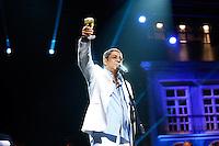"""SAO PAULO, SP, 28 de JUNHO DE 2013. SHOW - ZECA PAGODINHO. O cantor Zeca Pagodinho apresenta o show """"Vida que Segue"""" no Credicard Hall, nesta sexta feira. No show """"Vida que segue"""", Zeca celebra os 30 anos de carreira  cantando seus maiores sucessos. FOTO ADRIANA SPACA/BRAZIL PHOTO PRESS"""