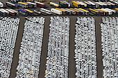 ROTTERDAM - Opslag van ge&iuml;mporteerde personenauto's in Botlek bij Rozenburg.<br /> Sinds 1981 is aan de Brittanni&euml;haven een overslagbedrijf voor auto's gevestigd. Per jaar komen hier 250 PCTC's (Pure Car Transport Carriers) aan met auto's aan boord, die hiervandaan via trein en wegvervoer over heel Europa worden verdeeld.