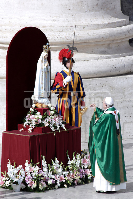 Pope Francis prays in front of the statue of Our Lady of Fatima in Saint Peter square at the Vatican on October 13, 2013, after celebrating  the mass as part of the Marian Day event