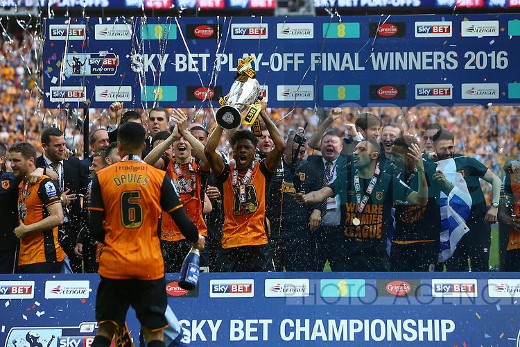 Hull celebrate promotion during the Skybet Championship Play Off Final match at Wembley Stadium. Photo credit should read: Philip Oldham/Sportimage