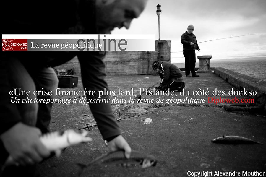 Un photoreportage en Islande publi&eacute; dans la revue de g&eacute;opolitique Diploweb.comhttp://www.diploweb.com/Photos-d-Islande-Une-crise.html<br /> L&rsquo;Islande est candidate officielle &agrave; l&rsquo;Union europ&eacute;enne, mais elle a suspendu ses n&eacute;gociations d&rsquo;adh&eacute;sion mi-janvier 2013. Que savons-nous de cette &icirc;le et des Islandais ? La presque totalit&eacute; des produits n&eacute;cessaires &agrave; la vie de ce peuple est import&eacute;e. Le quai est au centre de la vie. Les docks sont donc un observatoire de choix pour poser un regard sur cette soci&eacute;t&eacute; en dix photographies.