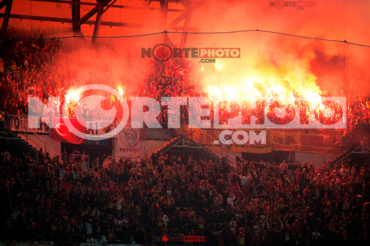 Galatasaray's suppporters light bengals during the quarter final Champion League match. April 3, 2013.(ALTERPHOTOS/Alconada)